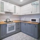 Серая с белым угловая кухня 2000 х 1600